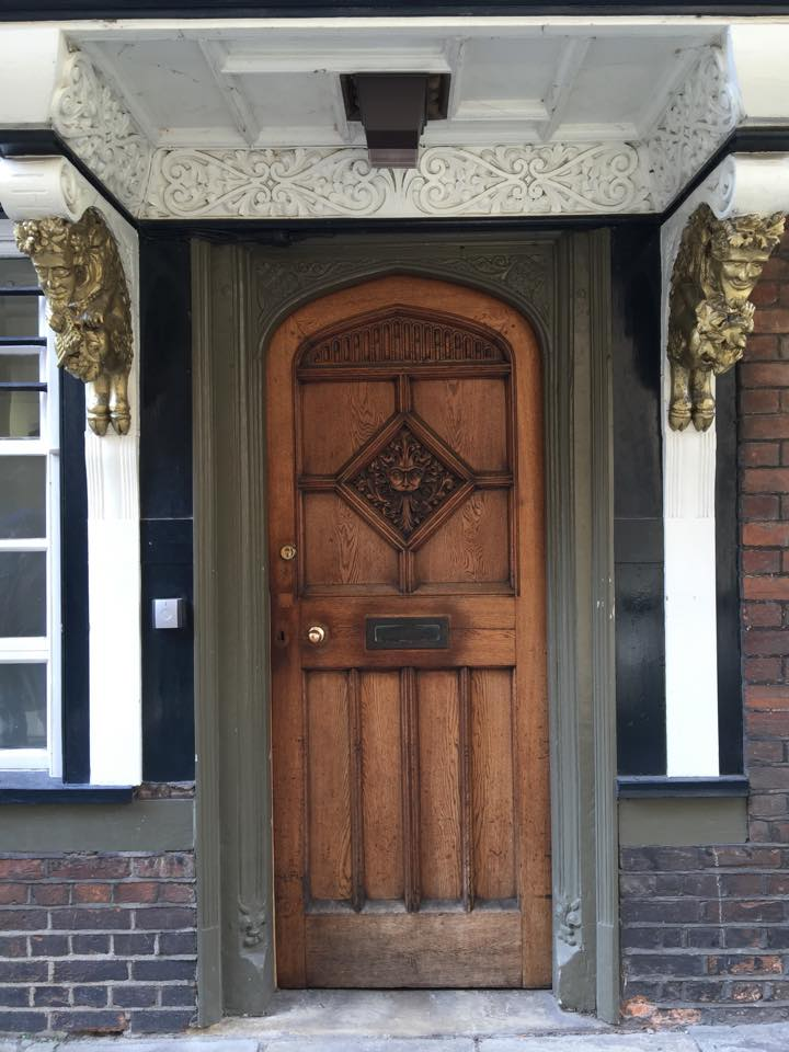 The Lion from The Lion, the Witch and the Wardrobe is on this door.